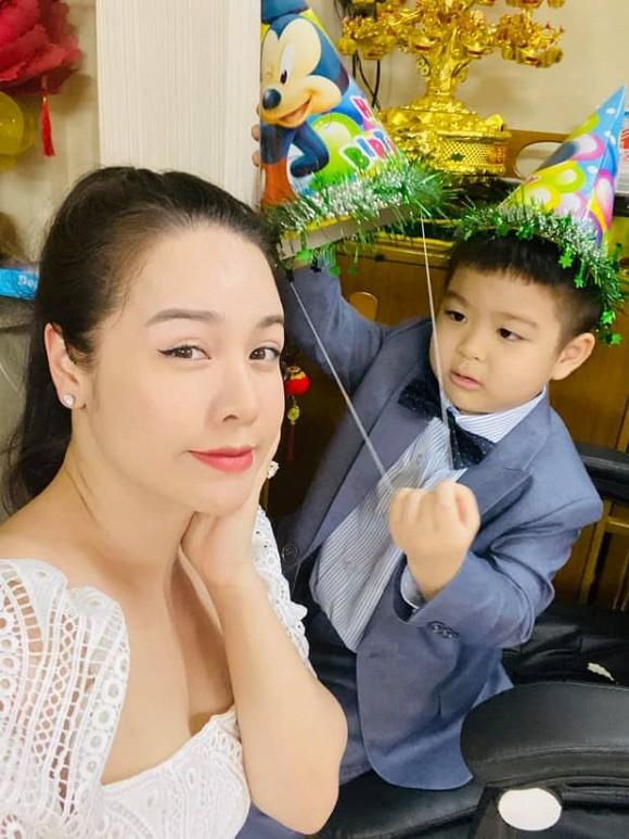 Chồng cũ Nhật Kim Anh đã có phản ứng sau khi nữ diễn viên tố cô giáo không biết đến mẹ ruột