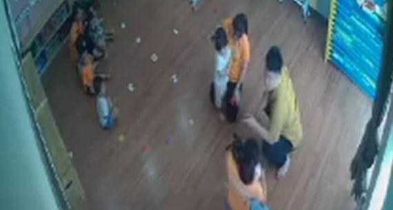 Thông tin mới vụ phụ huynh xông vào lớp đánh trẻ mầm non ở Lào Cai