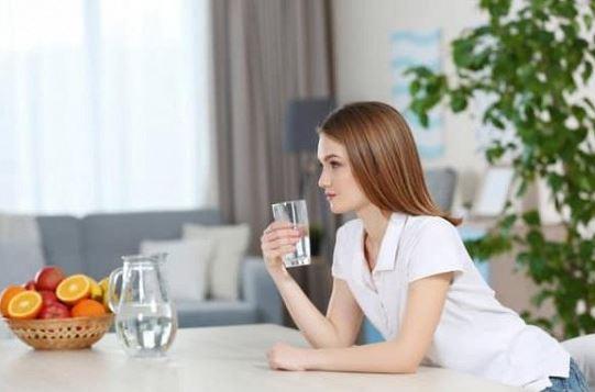 Uống nước khi bụng đói có tốt cho sức khỏe? Các chuyên gia nhắc nhở: Nếu bạn không chú ý 3 điều, thì uống nước sẽ vô ích