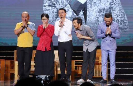 Hoài Linh nghẹn ngào khi đi diễn sau đám tang Chí Tài: Không dám nhắc tên đàn anh trên sân khấu vì quá xúc động