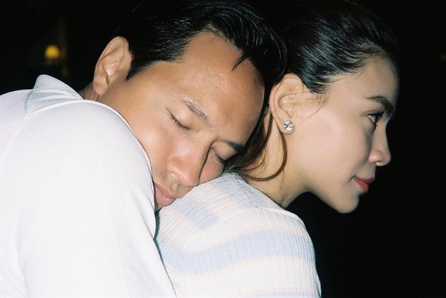 """Hồ Ngọc Hà và Kim Lý lại khiến dân tình 'ghen tỵ"""" vì hành động không thể ngọt ngào hơn"""