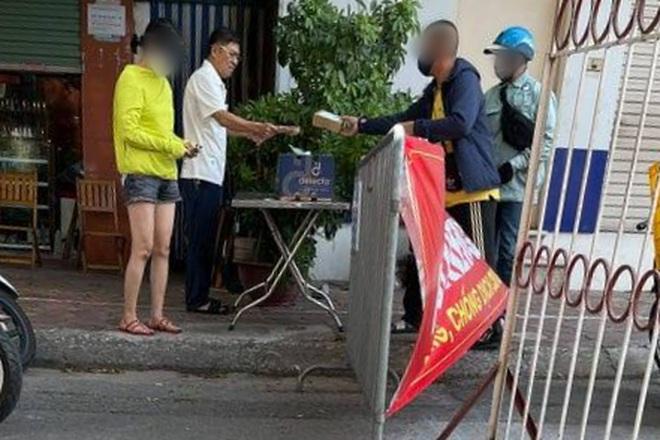 Hà Nội: Chủ tịch phường phạt Bí thư phường vì ra đường không đeo khẩu trang